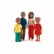 Schwarze Familie: zwei Kinder zwei Erwachsene, klassische Familie