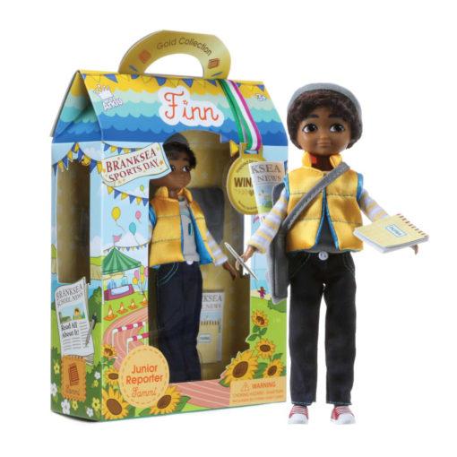 Puppe Sammi ausgepackt vor Karton