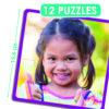 Vierteiliges quadratisches Puzzle, Maße 15,6 x 15,6 cm. Kind, das den Betrachter anlächelt und den Daumen hochhält.