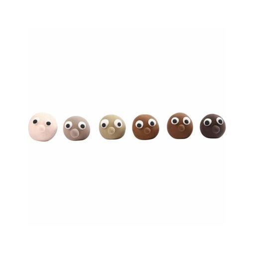 Gesichter geformt aus Knete in 6 verschiedenen Hautfarben