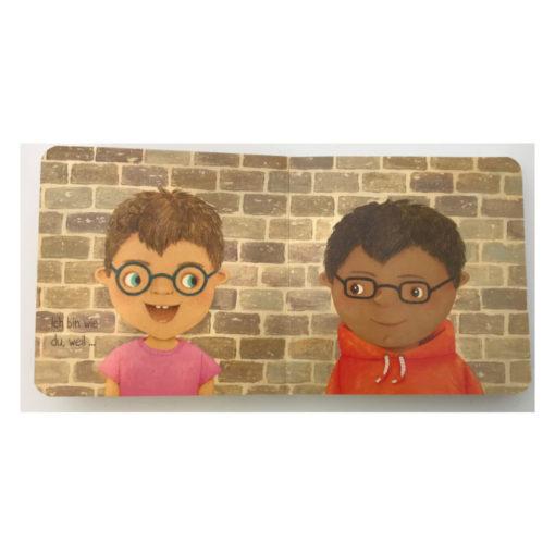 Innenseite Ich bin anders als du - ich bin wie du. Zwei unterschiedliche Kinder mit Brille.