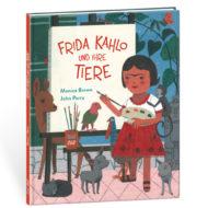 Buchcover: Frida Kahlo und ihre Tiere - Monica Brown, John Parra. Buch ist in 3d gezeigt. Mädchen steht vor einer Leinwand und hält Pinsel und Farbpalette in den Händen. Sie ist umringt von Tieren.