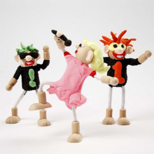 Beispiele von 3 fertig gebastelten Puppenhausfiguren. Lustige Figuren