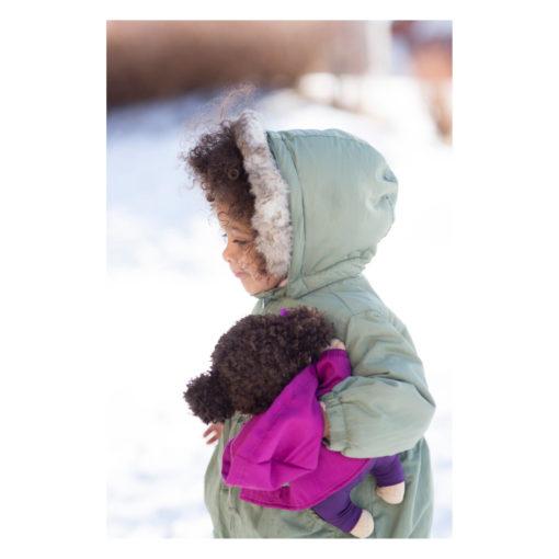 rubens-barn-cutie-activity-hanna-schwarze-puppe-kind-im-schnee