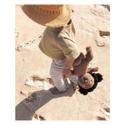 rubens-barn-cutie-jennifer-schwarze-puppe-am-strand-mit-kind