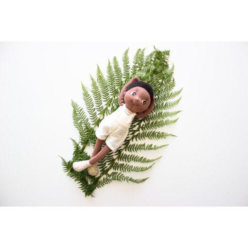 rubens-barn-eco-buds-fern-poppy-schwarze-puppe-stoffpuppe-mit-afro-auf-farnblatt
